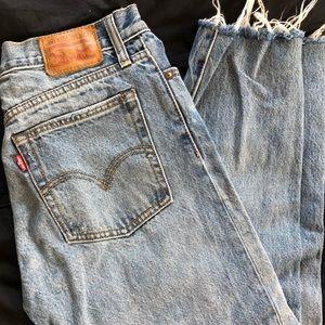 Levi High Waisted Jeans